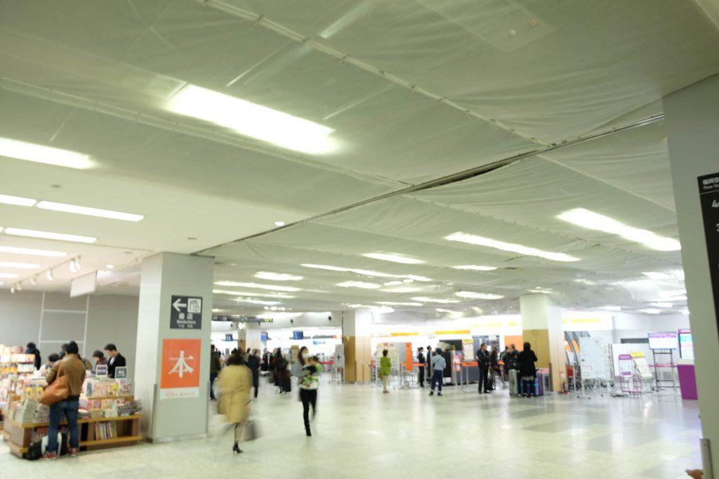 空港、工事中で
