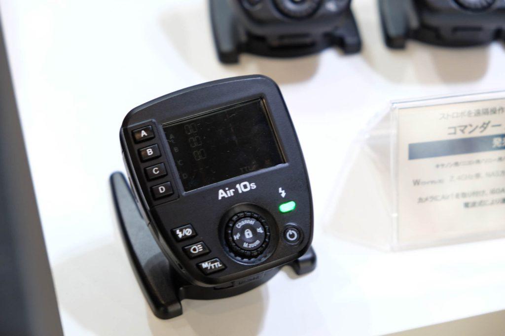 小型多機能Nissin Air10。画面も見やすいです。(写真はスリープモード中ですすみません)